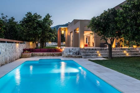 Luxury stunning villa with private pool,bbq,gym - Patellari