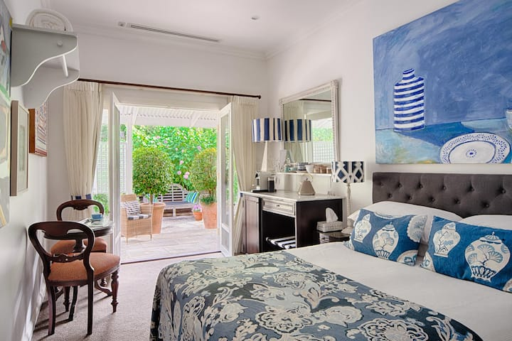 TERRACE ROOM · Quiet sanctuary in Byron Bay 2T