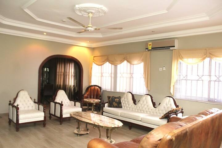 Aspan Room at (Rose Leat Elegant Bed & Breakfast) - Accra - Penzion (B&B)