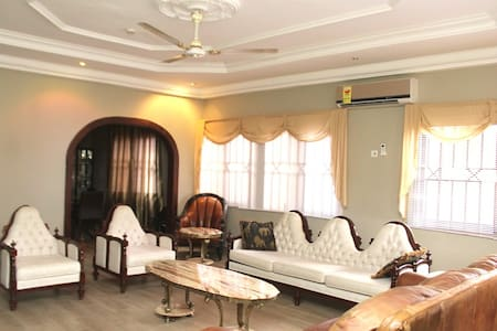 Aspan Room at (Rose Leat Elegant Bed & Breakfast) - Accra - Bed & Breakfast