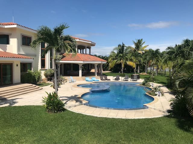 Buenaventura Lakefront Mansion Close to the Beach