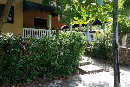 Habitacion vista pisina - Samaná Province - Villa