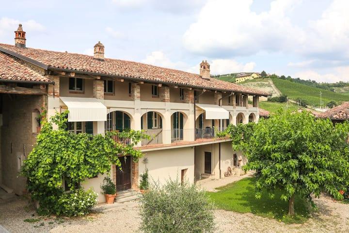 Cascina Ornati in Monforte d'Alba - Casa Padronale