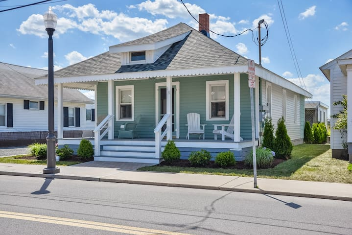 Charming 3 Bedroom Cottage in Downtown Ocean City- Close to Boardwalk!