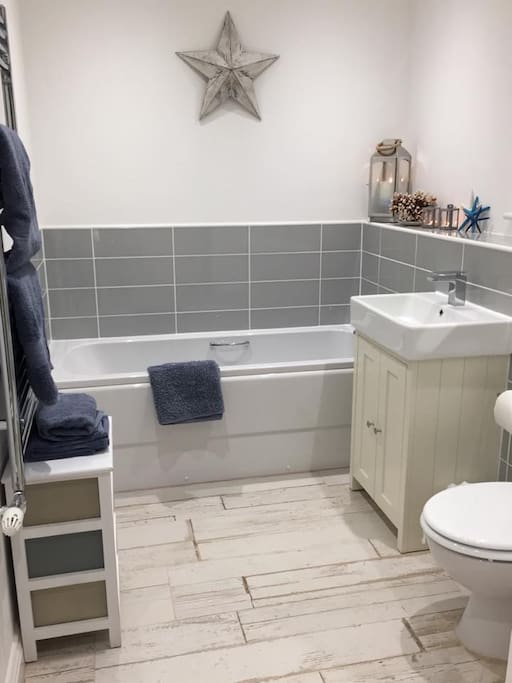 Family bathroom, which also has a separate shower cubicle.