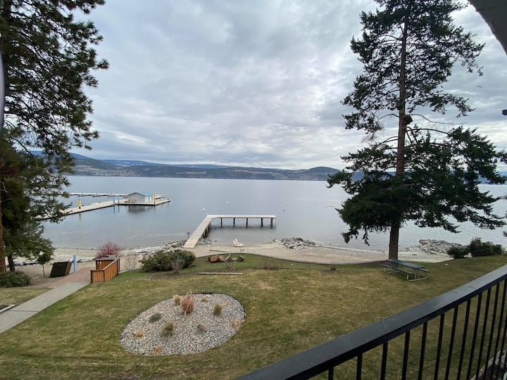 Cozy Lakeside Apartment
