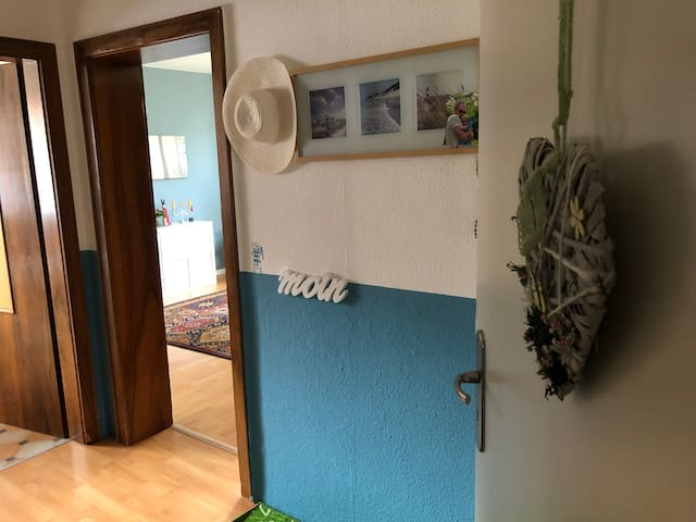 Geräumige Zimmer+Bad+Küche in Pattensen(Messenähe)