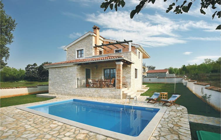 Holiday cottage with 3 bedrooms on 117 m² in Vrsar