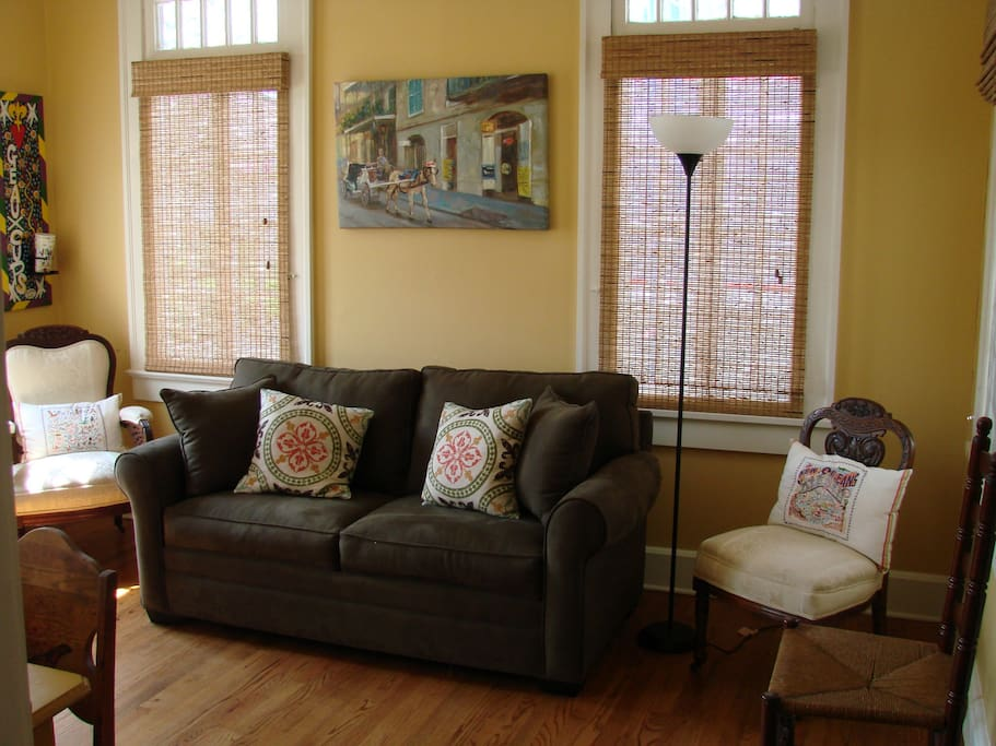 TSame room showing opposite wall, note that is a double pull out sofa for up to two guests.