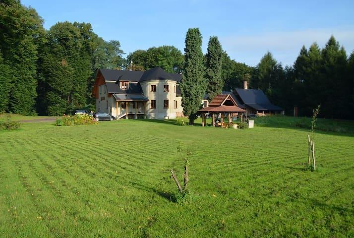 Noclegi - Dworek Myśliwski - Łaziska