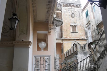 Brigitte: terrace,in palazzo1700, 5 min walk beach - Tropea - Apartment