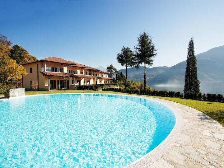 Tremezzo residence 6, sleeps 6 with swimming pool