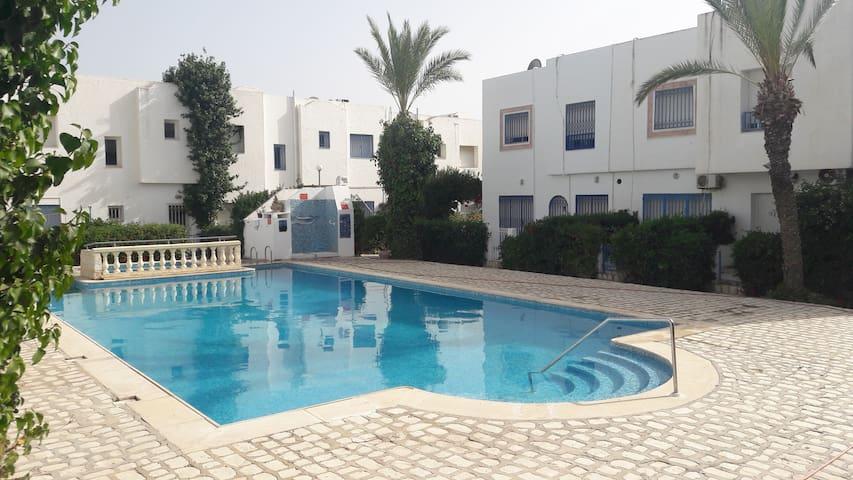 studio rénové  en duplex avec piscine PLAGE à 600m