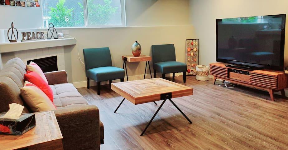 Reno,Convenient, cozy retreat 2 Blk from skytrain