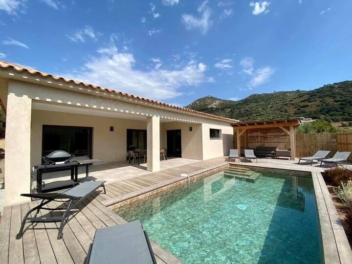 Villa neuve avec piscine privative chauffée