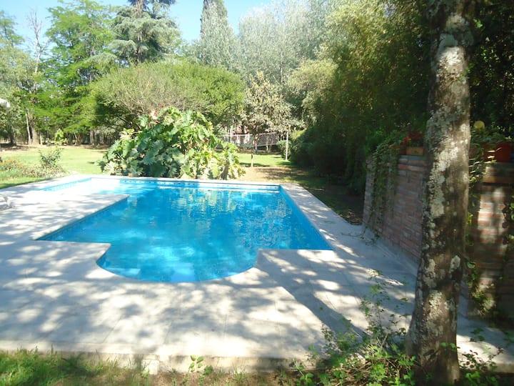 Casa en San Lorenzo parque y piscin