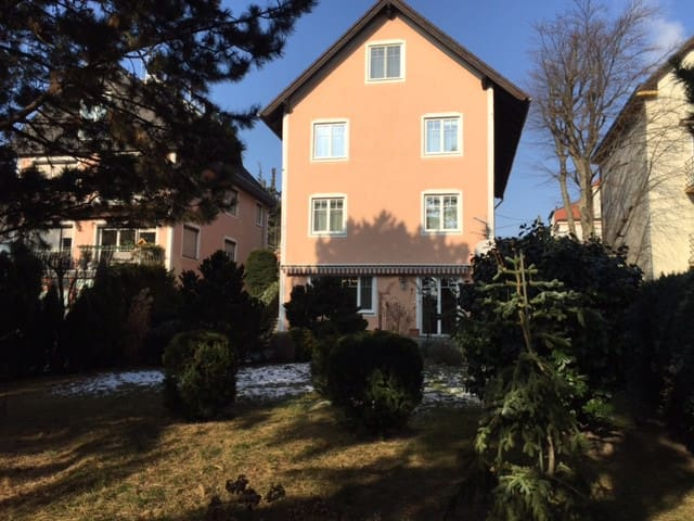Beautiful house for up to 16 people - Wien - House