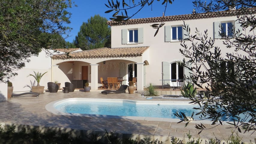 Villa 180m2, 4 rooms with pool - Sussargues - Hus