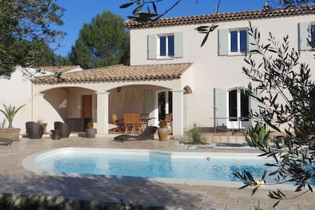 Villa 180m2, 4 rooms with pool - Sussargues