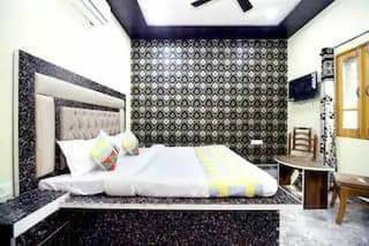 K K HOUSE Luxury Studio Apartment Room's For Stay.