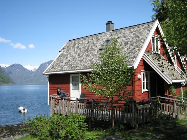 Fretheim Fjordhytter. Holiday cottages in Flåm - Aurland - Cabana