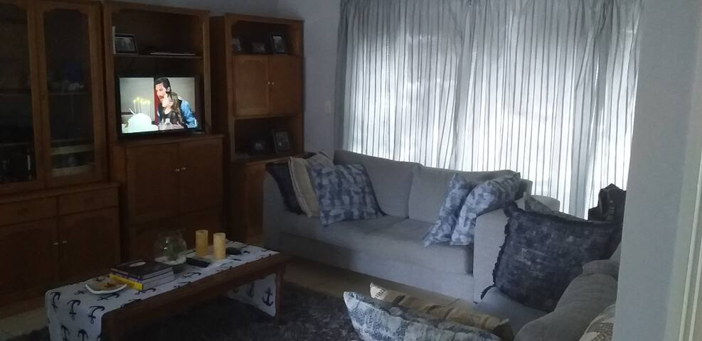 Apartment Stay Close to Mountains, Beach and City