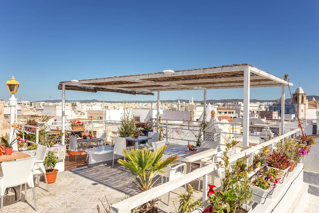 Rooftop facing the old town and the Algarve mountain