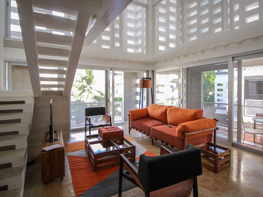 Living Room with huge built-in hammock - Sala con hamaca gigante