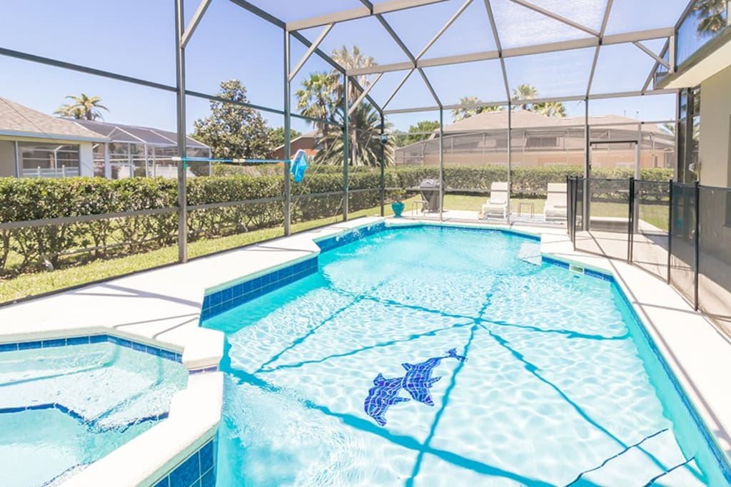 Spacious private pool with spillover spa