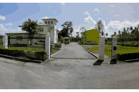 Piarco Village Suites - Piarco - B&B
