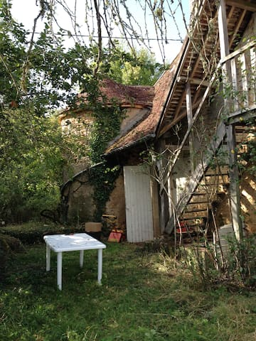 Ferme XIXéme en pleine nature en  Bourgogne