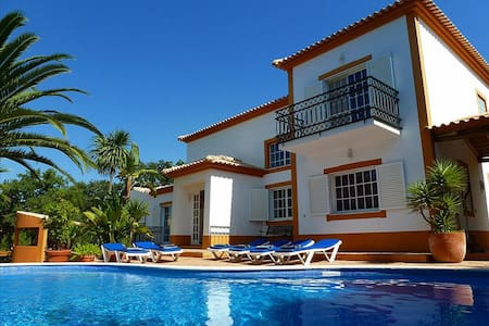 Villa Isabel, Stunning villa, Near Carvoeiro, Large BBQ area, 4 Bedrooms, Sleeps 10, Air-con, Pool & - Carvoeiro