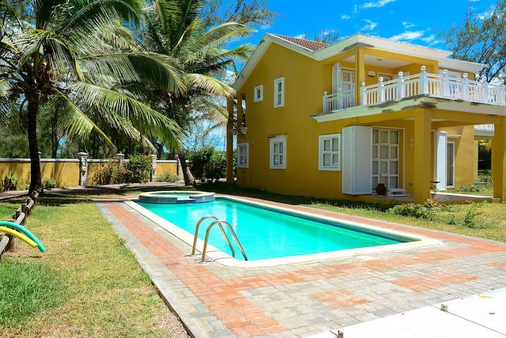 Fantasia Luxury Beach front Villa Palmar - Quatre Cocos - Villa
