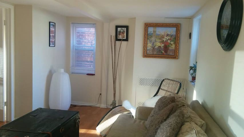 Feel at home 1BD in ByWard market