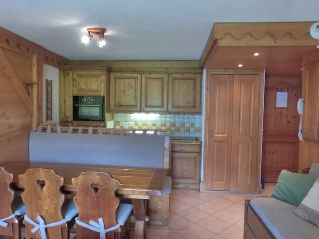 3 rooms apartment 6 persons in Meribel Village ski-in/ ski-out and access to the swimmin- pool