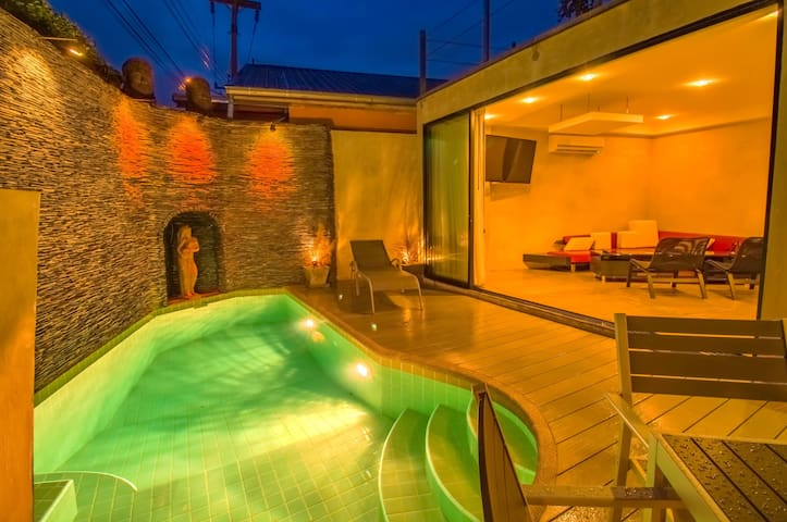 PATTAYA POOL VILLA 5 MINS AWAY FROM WALKING STREET
