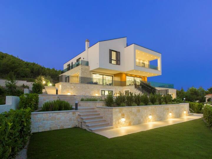 Villa Marko, infinity pool, panorama view, 4 rooms