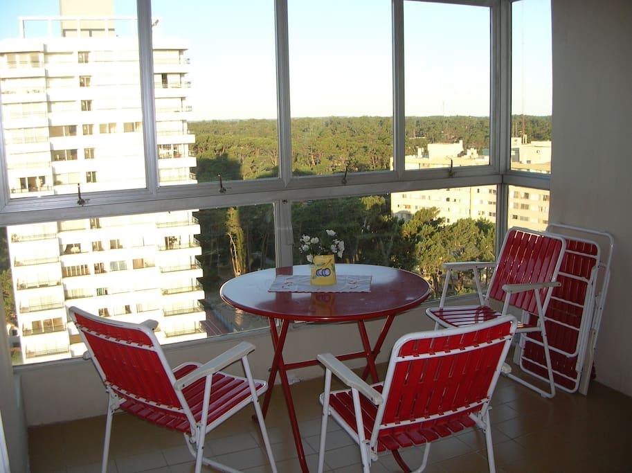 Balcon y mesa para desayunar