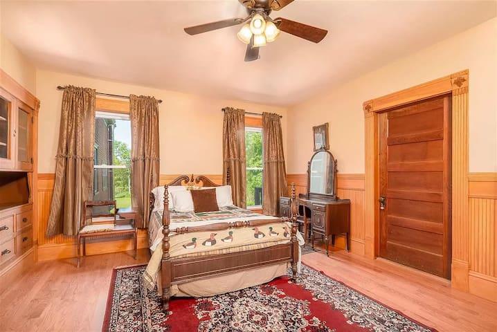 Bedroom 1 - 1st Floor Guest Room Suite with Queen Bed