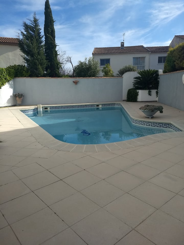 Villa avec piscine entre Montpellier et la mer.