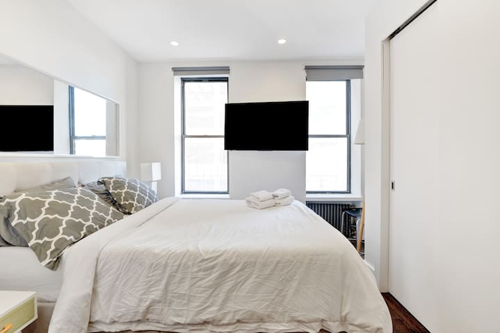 Bright & Cozy room close to Javits. 10´to Time Sq