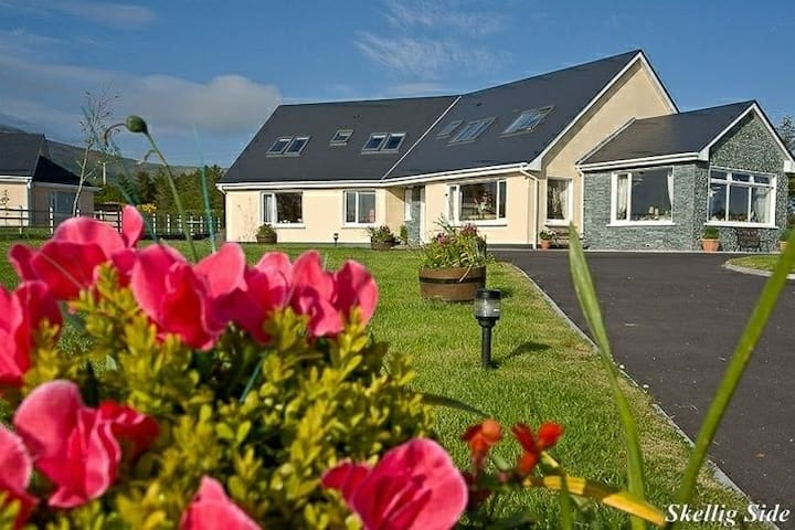 SkelligSide Apartment, Spacious Modern & Cosy*****