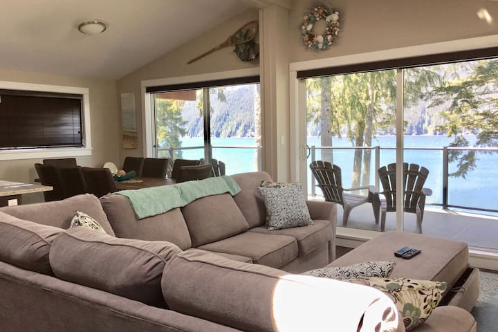 Seaside Haven - Spacious 3BR Oceanfront View