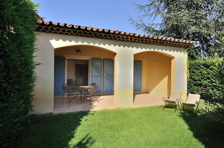 Villa provençale avec jardin privé et piscine