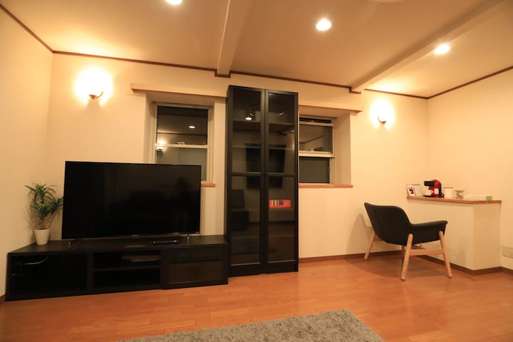 3 mins to Shinjuku Sta! Cozy House, JR walk 30s.