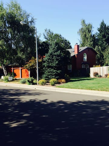 Convenience, Tranquility in Great Location - Vancouver - House