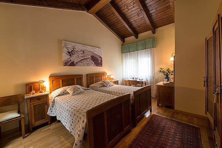 Room Quercia, B&B La Betulla - Sasso - Bed & Breakfast