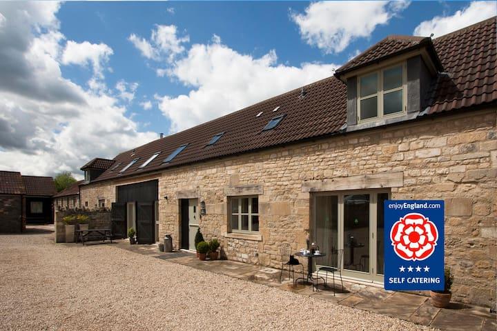 Hay Barn Cottage: Sleeps 10 - Bathampton - Hus