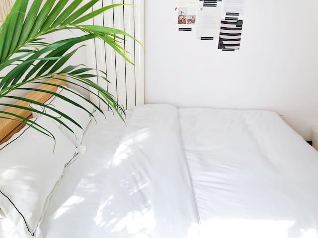 新房优惠!7/14号双线临近地铁 舒适阳光温馨次卧!直达天安门 西南火车站