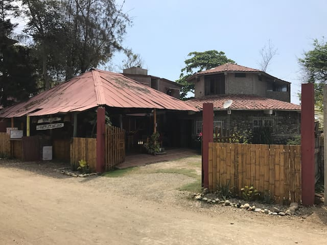Charming beach front house - Ayampe - House